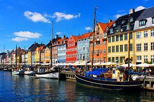 į Daniją